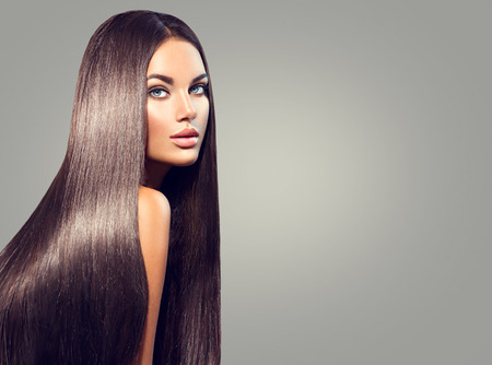 Beautiful long hair. Beauty woman with straight black hair on dark background Stockfoto