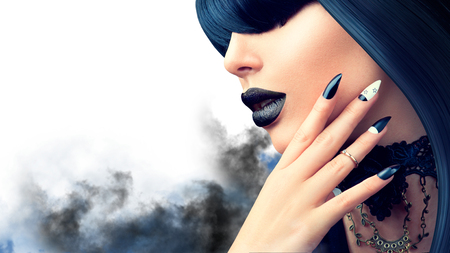 Fashion Halloween model girl with trendy gothic black hairstyle, makeup and manicure Фото со стока - 85857235