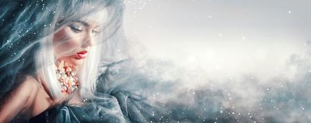 아름다움 여자 초상화입니다. 겨울 메이크업 및 헤어 스타일 스톡 콘텐츠