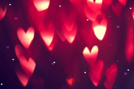 Fond de la Saint-Valentin. Abstrait de vacances avec des coeurs rougeoyants