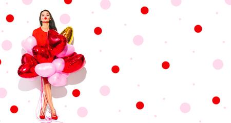 """Dia dos namorados. Menina """"sexy"""" alegre da beleza com os balões de ar coloridos que têm o divertimento, isolado no fundo branco. Retrato de corpo inteiro Foto de archivo - 93476799"""