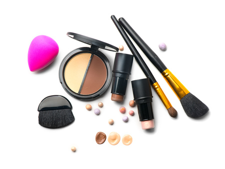 Makeup contour products, make up artist tools. Face contouring make-up. Highlight, shade, contour and blend. Trendy glamour makeover Zdjęcie Seryjne