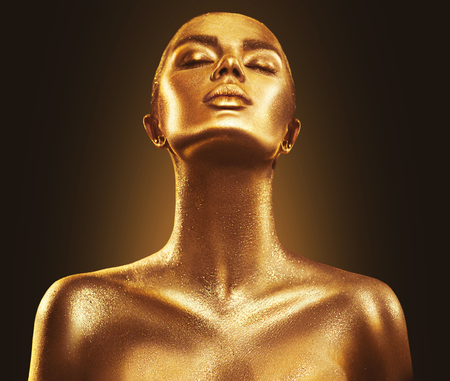 Fashion art golden skin woman portrait closeup. Gold, jewelry, accessories. Model girl with golden glamour shiny makeup Imagens - 98589014