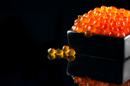 Caviar. Salmon caviar in a bowl over black background. Closeup trout caviar 版權商用圖片 - 103442932