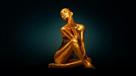 Ragazza modello di alta moda con brillanti scintillii dorati sul suo corpo in posa, ritratto a figura intera di bella donna con la pelle del corpo incandescente. Trucco artistico
