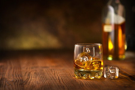 Whisky on the rocks. Imagens - 123093386