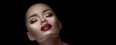 Beauty glamour Fashion brunette model girl face, portrait on black. Stockfoto