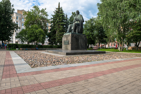 Russia, Tver, July,19.2017: The first monument to the major Russian satirist of the 19th century Mikhail Saltykov-Shchedrin, erected in 1976. Stockfoto - 102181901
