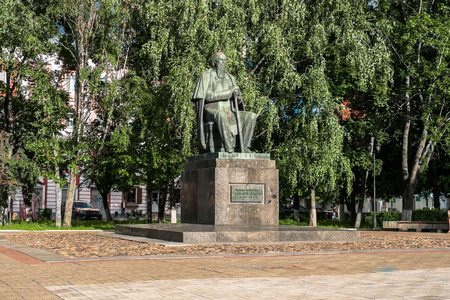 Russia, Tver, July,19.2017: The first monument to the major Russian satirist of the 19th century Mikhail Saltykov-Shchedrin, erected in 1976. Stockfoto - 103808291
