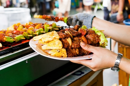 shishkabab: Barbecue grill, placed on a white plate in hand