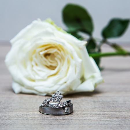 wedding rings with rose flowers Stock Photo