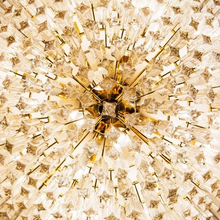美しい水晶シャンデリアのクローズ アップ