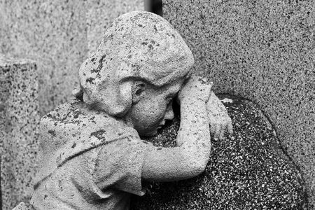 enfant qui pleure: Crying enfant (Gravestone)