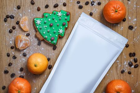 Template of paper ecological bag for storing coffee, tea with cookies in pines and tangerines. Vacuum packaging for christmas and new year present Banco de Imagens