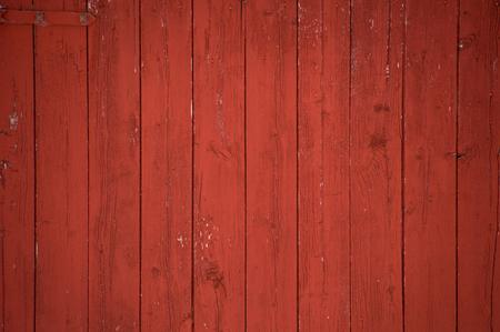 垂直 oxblood 赤い納屋のドアの板と板の背景。1 つの赤いヒンジ。