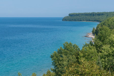 Bright beautiful landscape of Niagara Escarpment limestone cliffs along the blue lake huron shore Reklamní fotografie