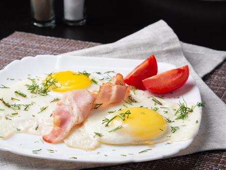 bacon and eggs Standard-Bild - 117117708