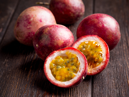 passion fruit on dark brown wooden background. Well suited for the catalog. Standard-Bild - 117117713