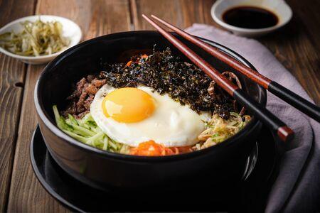 Traditional Korean dish- bibimbap: rice with vegetables and beef Standard-Bild