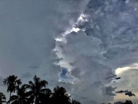 Cumulonimbus clouds and stormy clouds in the sky. This is a wonderful cloudscape 版權商用圖片