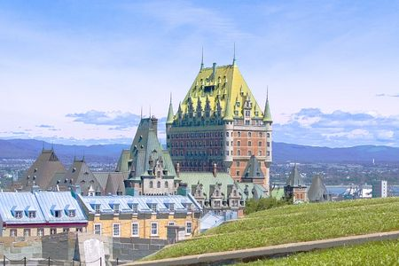 seaway: Chateau Frontenac, located in Quebec City, sits majestically over the St. Lawrence Seaway in Canada.