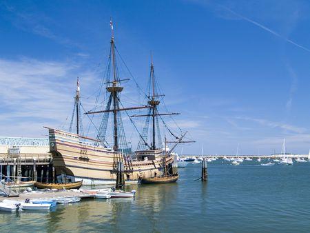 docked: De Recreaci�n de la original Mayflower buque atrac� en el puerto de Plymouth, Plymouth, Massachusetts,
