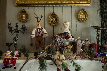 decorate: Decorate shelves.