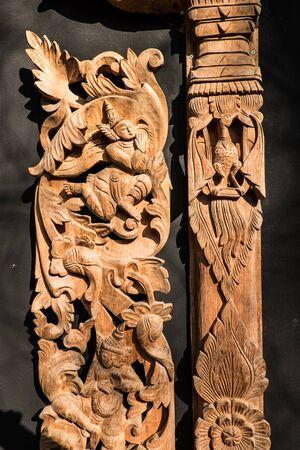 carve: Wood carve.