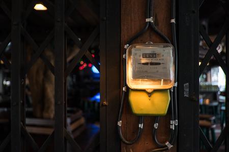 electric meter: medidor de electricidad. Foto de archivo