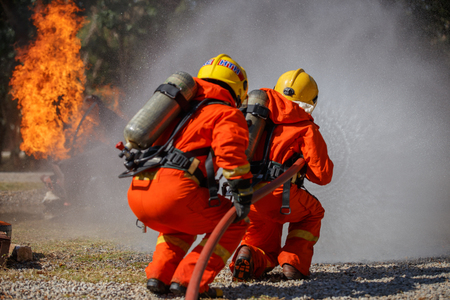 Firefighters are fighting fire with a  fire brigade 免版税图像 - 94744715