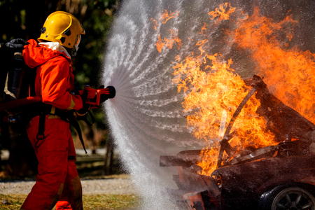 Firefighters are fighting fire with a  fire brigade 免版税图像 - 94731326
