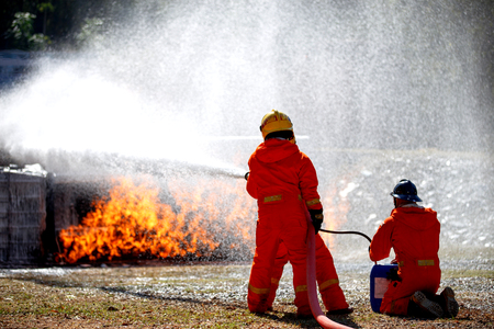 Firefighters are fighting fire with a  fire brigade  and foam is completed 免版税图像 - 94810492