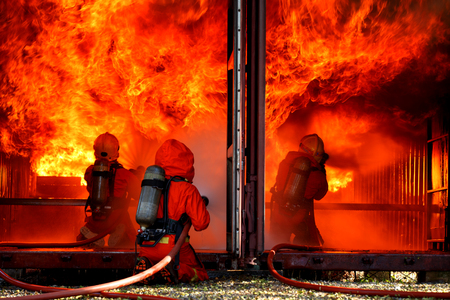 Firefighters are fighting fire with a  fire brigade 免版税图像 - 94731399