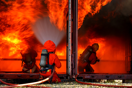 Firefighters are fighting fire with a  fire brigade 免版税图像 - 94740220