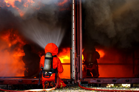 Firefighters are fighting fire with a  fire brigade 免版税图像 - 94792623
