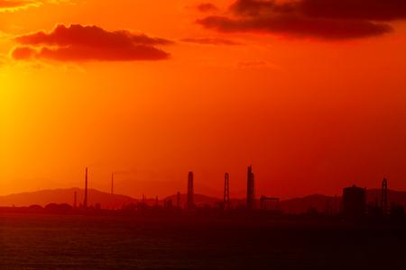 sunrise on sea beach at industrial city in Japan 免版税图像