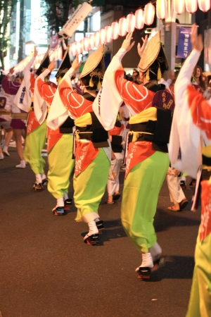 日本女性の Kagurasaka 祭で踊り 23July 東京
