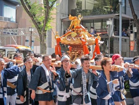 Ometosando 東京における夏季の日本の神社祭 報道画像
