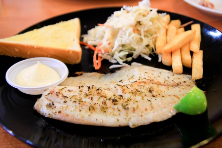 tilapiini: Grilled fish steak