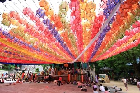 2009 年 6 月 27 日ソウル、韓国での釈迦誕生日の祭典のための寺院に来るソウル, 韓国 - 6 月 27 日: 朝鮮人 報道画像