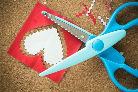 Cut the heart-shaped paper for decorating in the Valentine photo