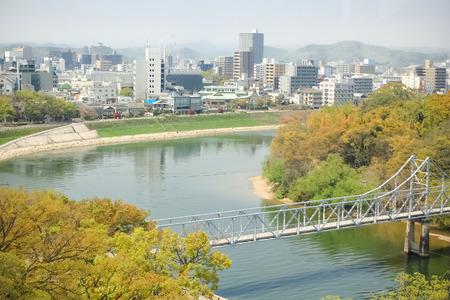 岡山市岡山城、日本からの市街と川のビュー