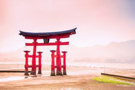 hiroshima: Giant Torii during low tide near Itsukushima shinto shrine in Miyajima, Hiroshima, Japan Stock Photo