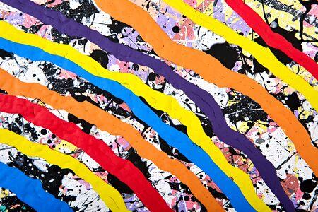 モダンなアクリル画フラグメント。色鮮やかなレインボー水しぶきとテクスチャをストライプします。現代美術。スプレー塗料。