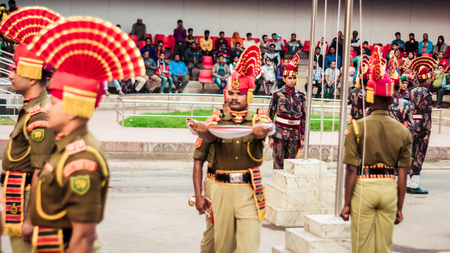 Petrapole-Benapole, Bangaon, 5th Jan, 2019: Joint Retreat of lowering of national flags Ceremony, a military show as Wagah Border with soldiers of Border Guard Security Force of India and Bangladesh. 新聞圖片