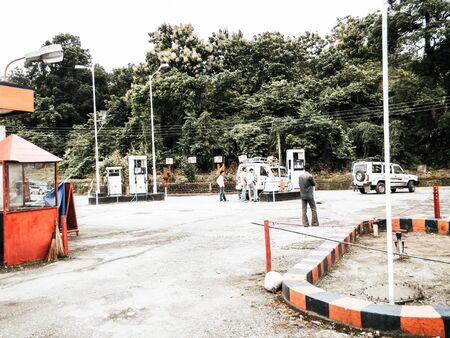 Darjeeling West Bengal Indien - 1. 29. Mai 2018: Blick auf die HP Tankstelle. Hindustan Petroleum HP ist ein staatliches indisches Öl- und Erdgasunternehmen mit Hauptsitz in Mumbai.