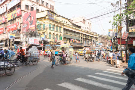 Crowded city street of Bara Bazar, a lively shopping district of Calcutta on a busy working day. Burrabazar, Kolkata West Bengal India South Asia Pacific March 22, 2021 Redactioneel