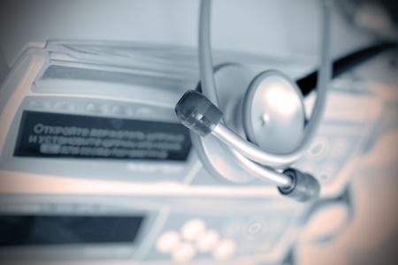 Instrumentos y aparatos m�dicos de fondo en el hospital Foto de archivo - 13440100