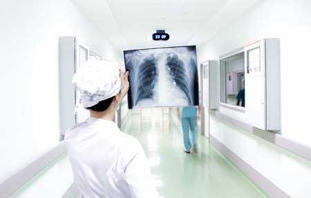 chest x ray: Quick interpretation of chest X-ray in hospital Stock Photo