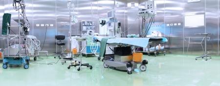 quirurgico: Moderna sala de operaciones con equipos avanzados Foto de archivo